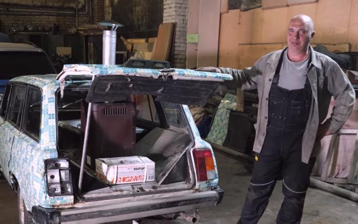 Автора ролика интересует реакция людей на необычный автомобиль