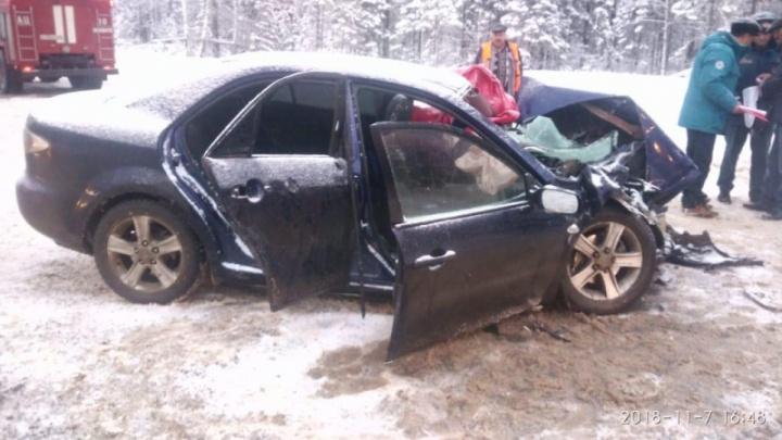 В столкновении бензовоза и «Мазды» под Дивногорском пострадали трое маленьких детей