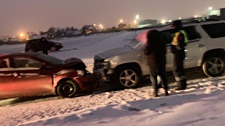 Встретились лоб в лоб на пустой дороге: ранним утром выпивший водитель устроил аварию в ЖК Плеханово