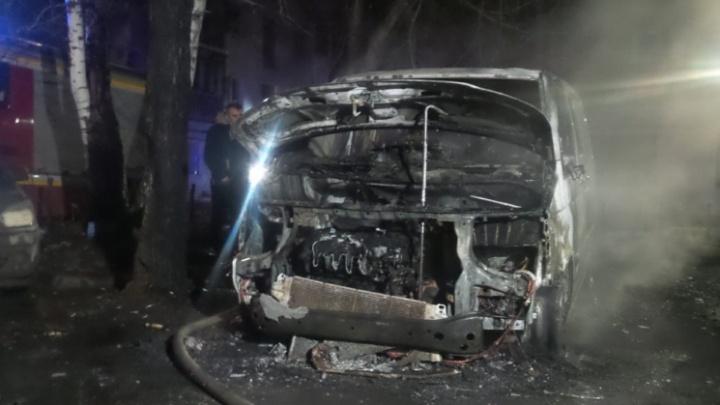 «Было кому поджигать»: в районе Автовокзала сгорелминивэнVolkswagen