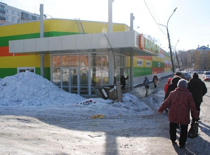 Младшего сержанта полиции Виктора Кабака убили в небольшом тупике между разгрузочной площадкой супермаркета и строящимся зданием на улице Столетова
