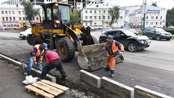 «В срок не успеваем»: дорожники рассказали, сколько ещё будут ремонтировать Октябрьскую площадь