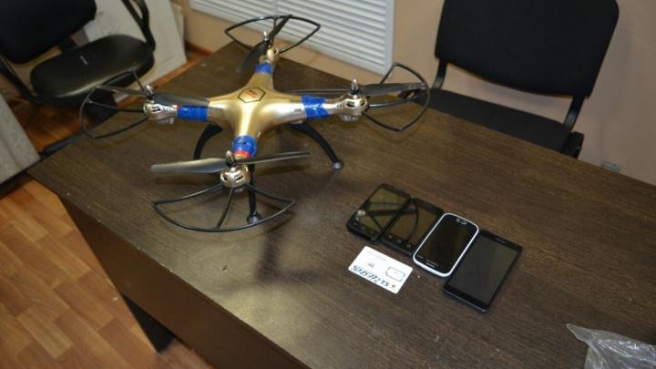 Ловите смартфоны с неба: в Новой Ляле сбили квадрокоптер, который вёз передачи заключённым