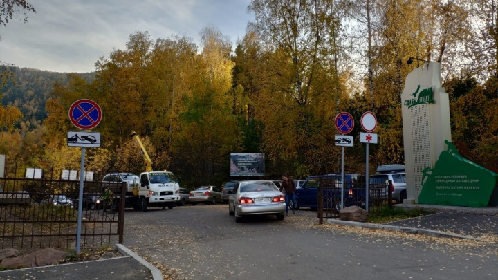На«Столбах» стал работать эвакуатор: заезжает на 2 километра в заповедник и увозит машины с кордона
