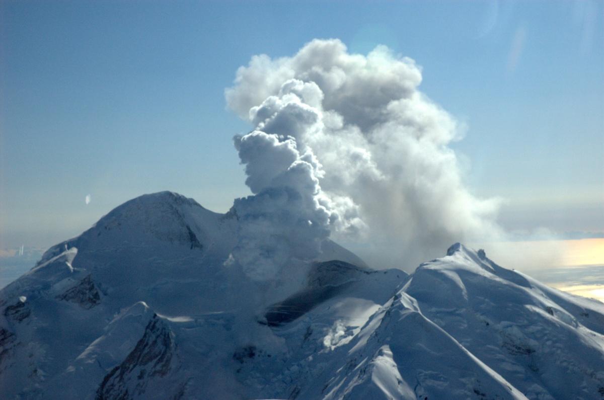 Встреча самолета с вулканом закончилась со счетом 1:0 в пользу машины, но ее все равно списали