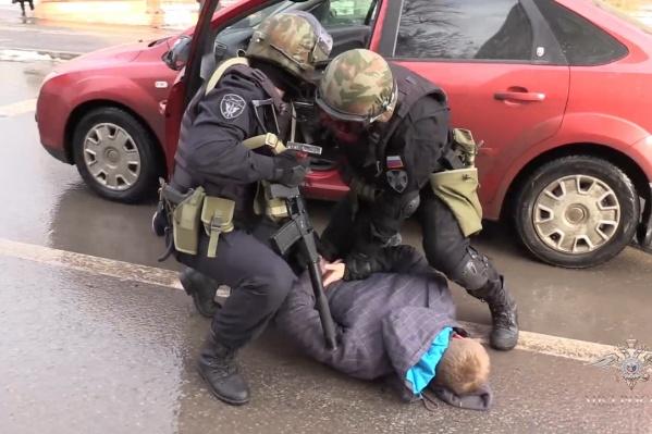Полиция сняла на видео задержание мошенников