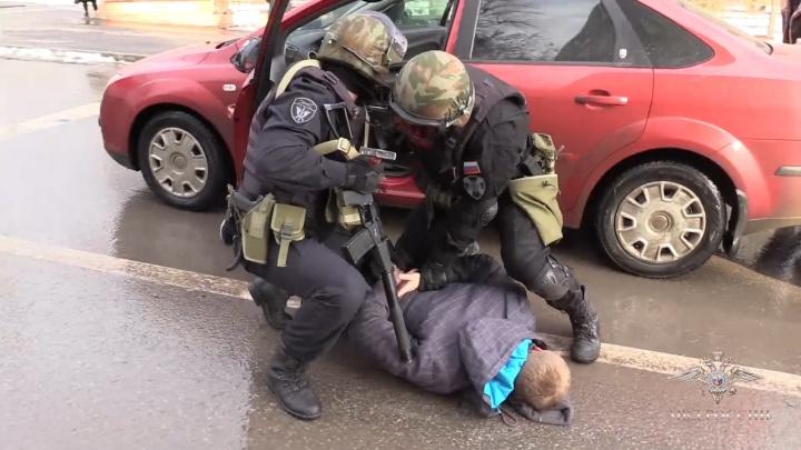 Полицейские опубликовали видео задержания банды, похитившей у ростовчан и москвичей 18 млн рублей