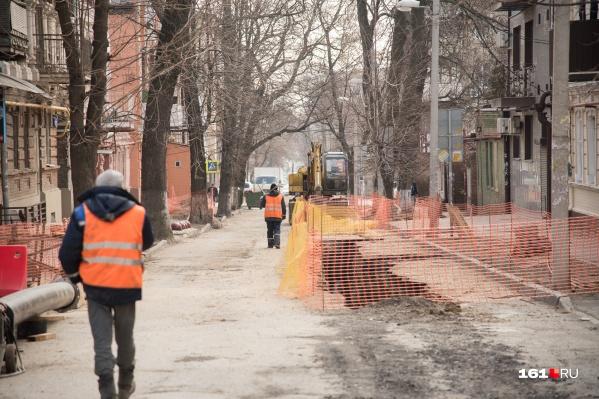 Дороги будут перекрывать, пока не завершатся работы по строительству водопровода и сетей наружного освещения