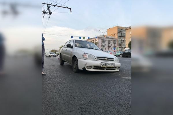 На прошлой неделе несколько автомобилистов угодили в ямы на отремонтированных дорогах. По их мнению, дорожники просто забыли закрыть люки крышками