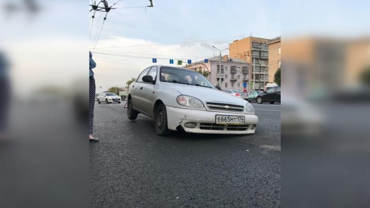 Звоните круглосуточно: челябинцев призвали сообщать об открытых колодцах на дорогах