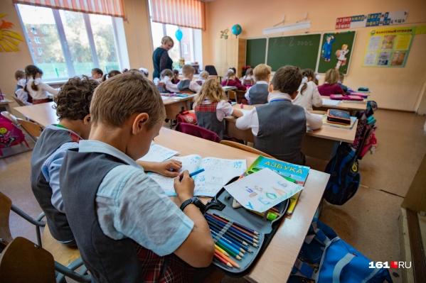 Для того чтобы подготовить детей к школе, некоторые родители специально нанимают репетиторов