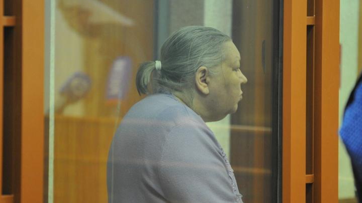 Бабку-коллектора, убившую в Екатеринбурге почтальона, отпустили из колонии из-за болезни