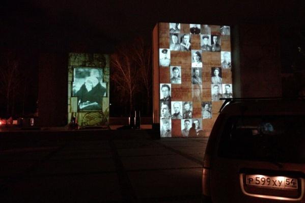 Фотографии появились на стенах монумента Славы