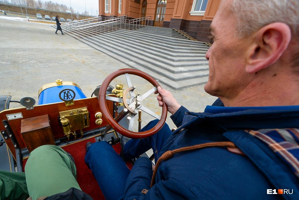 На нем еще при Ленине ездили: тестируем редкийPeugeot на деревянных колесах, которому 112 лет