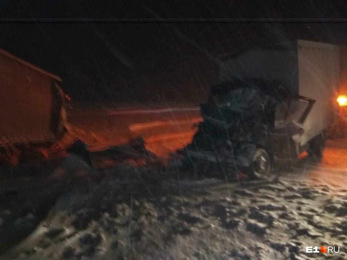 Сотни аварий и самолеты, которые не могли сесть: как Екатеринбург переживал мощный циклон