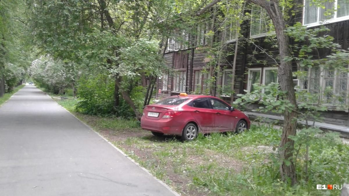 «Я паркуюсь как...»: проверенные способы вызвать ненависть у горожан свинской парковкой