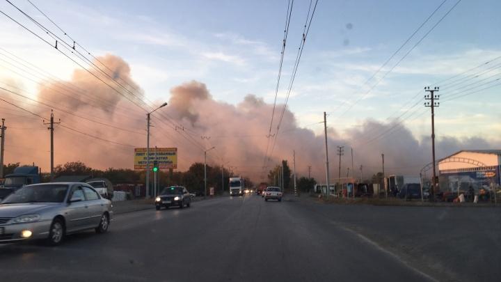 «Вынуждены забирать детей, бросать дома»: жители Таганрога задыхаются из-за дыма с горящей свалки