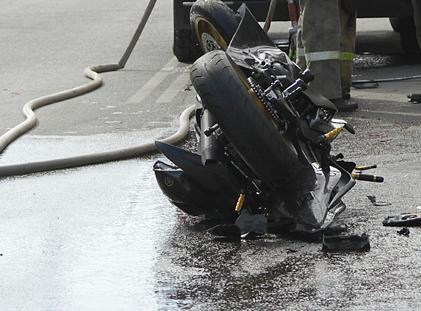 «Врезался в магазин»: на Южном Урале в ночной аварии погиб мотоциклист