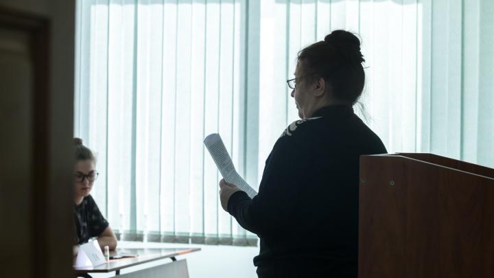 «Не нравится учитель — сними его на видео»: читатели НГС — о престиже современных педагогов