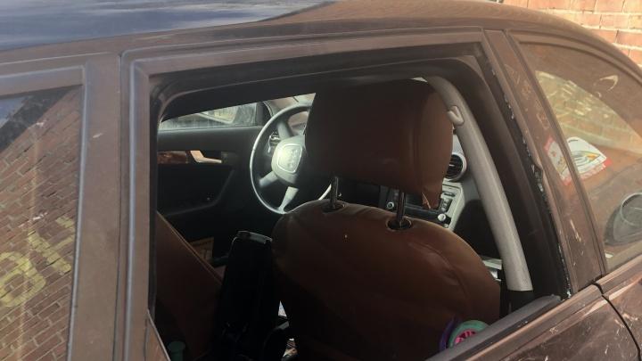 «Всё внутри перевернули»: на Новой Сортировке ночью вскрыли несколько машин