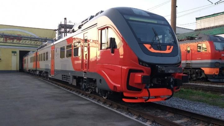 На вокзал Новосибирск-Главный приехал рельсовый автобус