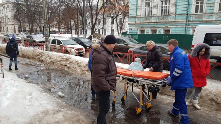 «Жертву увезли на скорой»: власти попросили ярославцев осторожнее ходить по улицам