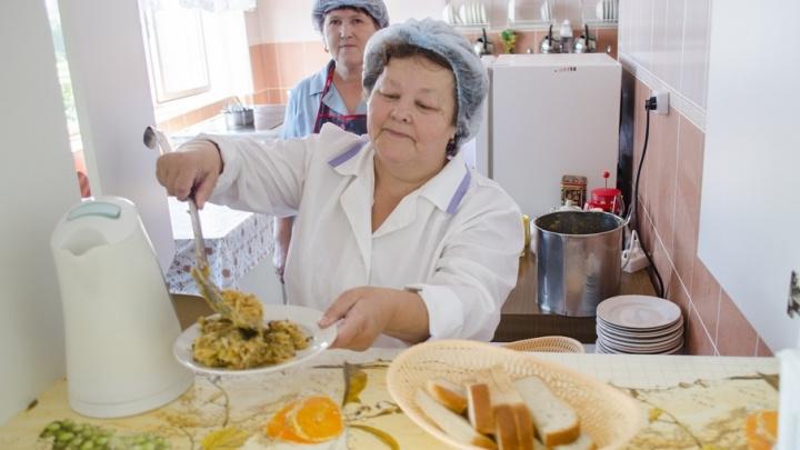 50 рублей на ученика: юных курганцев, сдающих ЕГЭ, бесплатно накормят горячим обедом