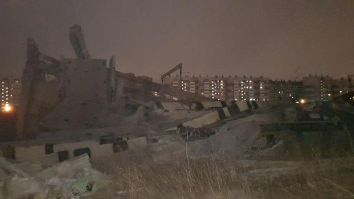 Ночью на Северном шоссе обрушился 3-этажный недострой