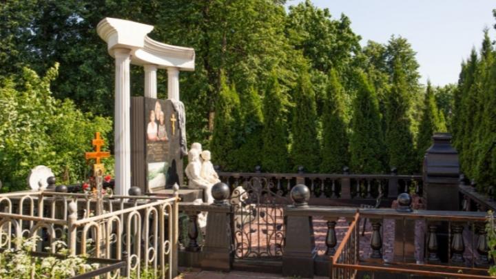 Кладбища с историей: почему ставят памятники без даты смерти и кто лежит в столетних склепах