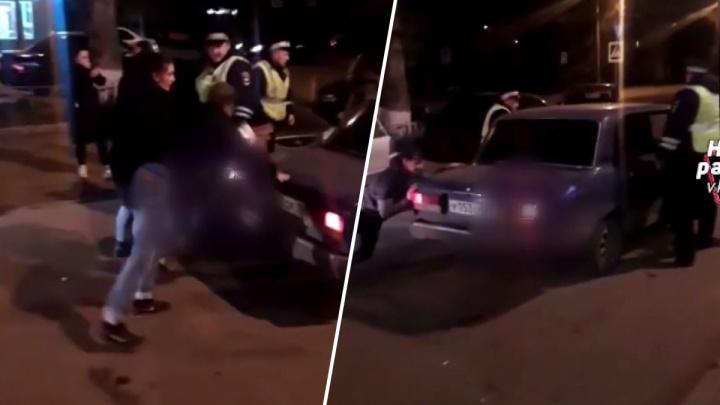 «Четкие пацанчики-2»: в Черемушках подростки устроили потасовку с полицейскими