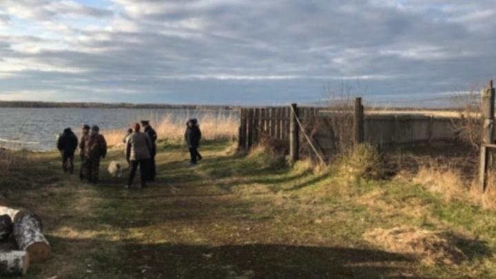Следователи выясняют причины смерти рыбака, найденного на озере Могильном