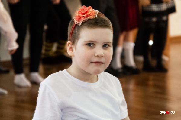 Алисе семь лет, два года она борется с болезнью