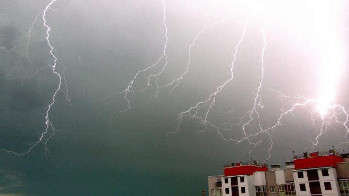 Синоптики вновь продлили штормовое предупреждение в Свердловской области