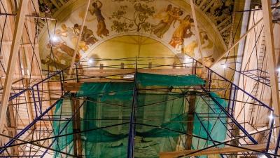 Головокружительный фоторепортаж из-под потолка Пермской оперы, где сейчас реставрируют роспись