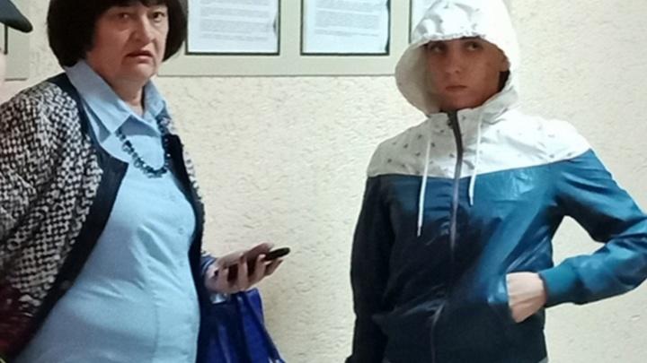 Для девочки, которую омичка «подарила» петербурженке, нашли семью