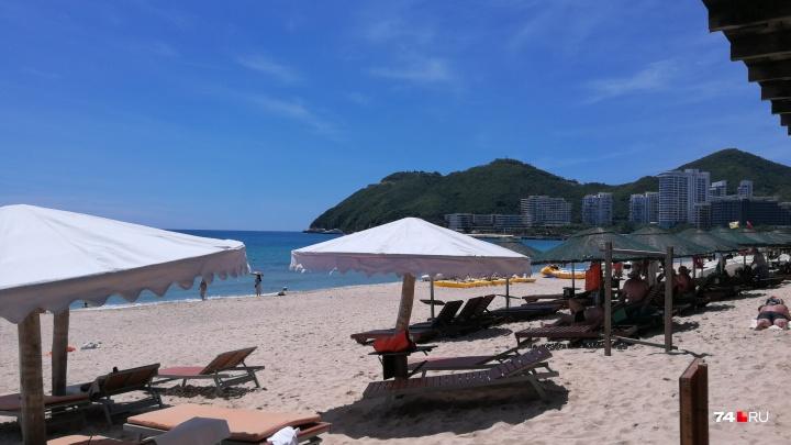 «Отдых испорчен»: челябинских туристов отказались заселять в их отели на китайском острове Хайнань