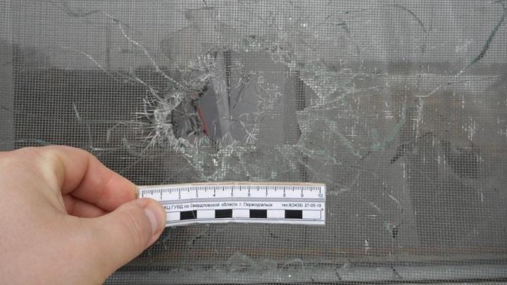 В Первоуральске пьяный мужчина обстрелял окна квартиры бывшей девушки