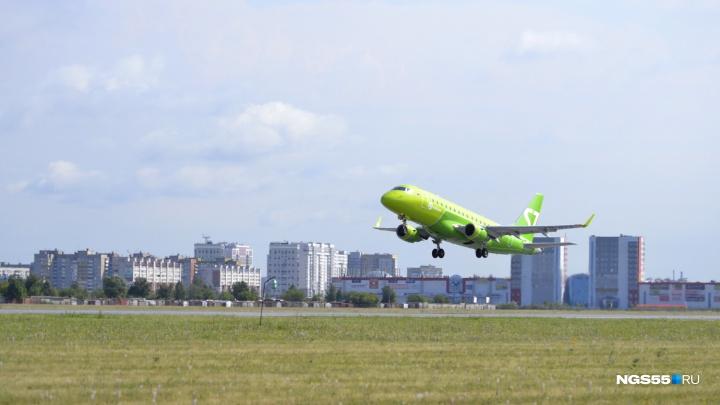 Скончался пассажир, из-за которого в Омске экстренно сел самолёт из Красноярска
