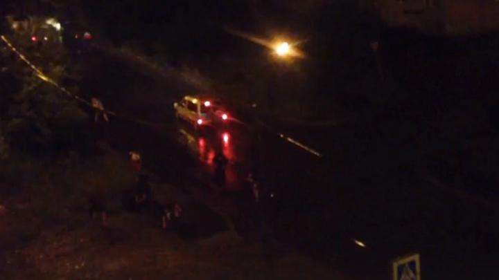 Два десятка мужчин устроили перестрелку ночью в «Водниках»