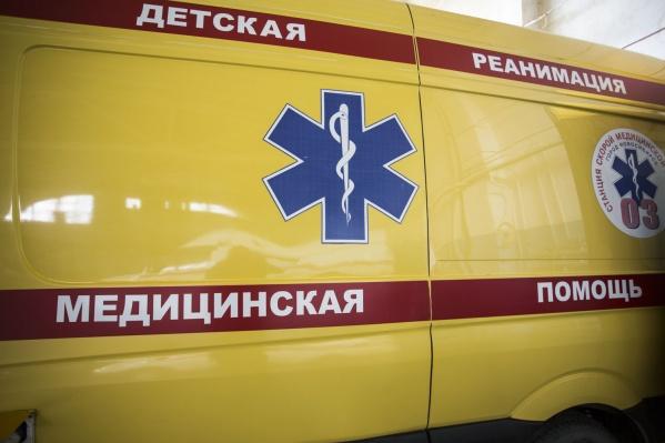 6-летний мальчик попал под колёса Mazda Familia в Нижней Ельцовке