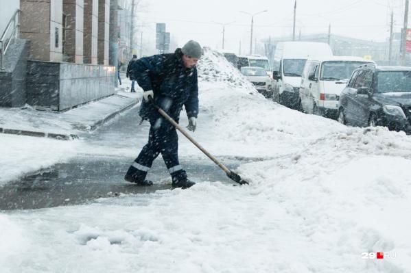 Несмотря на тонны вывезенного снега, администрация Архангельска признала работу компании-подрядчика неудовлетворительной
