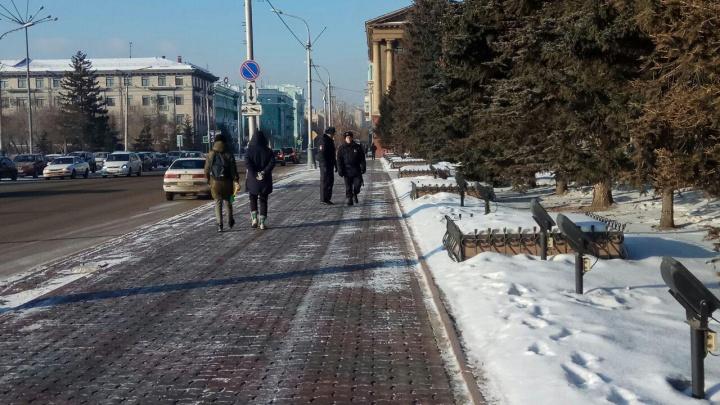 Полиция оцепила квартал с участниками несанкционированного митинга за чистое небо в Красноярске
