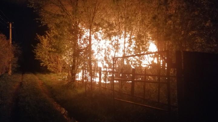 В Прикамье дачный дом полностью сгорел после удара молнии