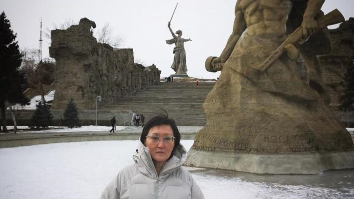 «Дед мужа пропал под Сталинградом»: глава Якутска Сардана Авксентьева побывала на Мамаевом кургане