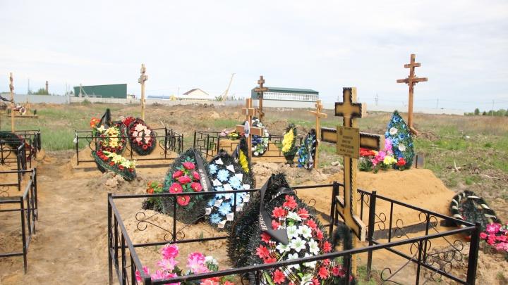 «Хоронить будут прямо под окнами»: в Ярославле закрыли последнее городское кладбище