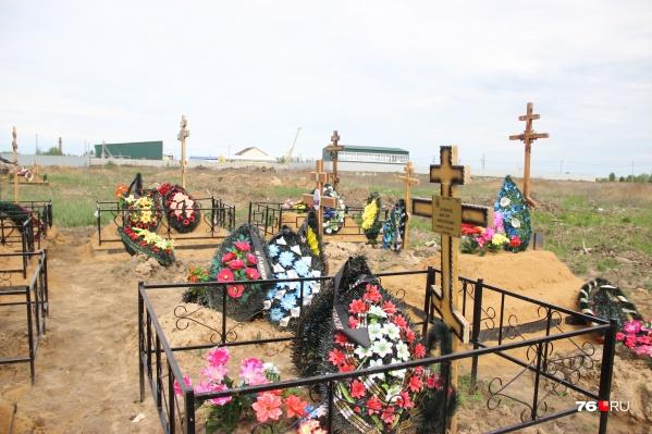 На новом секторе Осташинского кладбища хоронили с прошлого года
