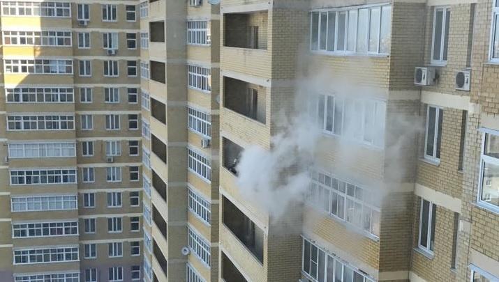 Жильцов дома на ВИЗе эвакуировали из-за пожара