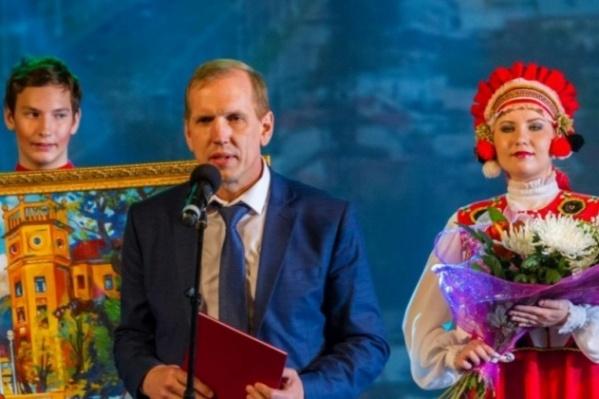 Сейчас администрацию Ленинского района Магнитогорска Иван Крылов (на фото в центре) уже не возглавляет