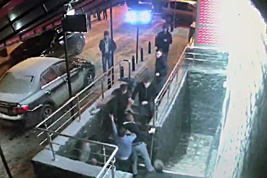 ВНовосибирске конфликт между посетителями ночного клуба завершился стрельбой