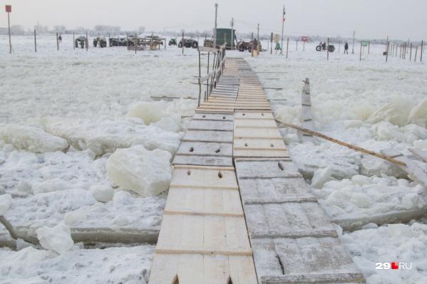 Первой в Архангельске открыли пешеходную переправу на остров Хабарка